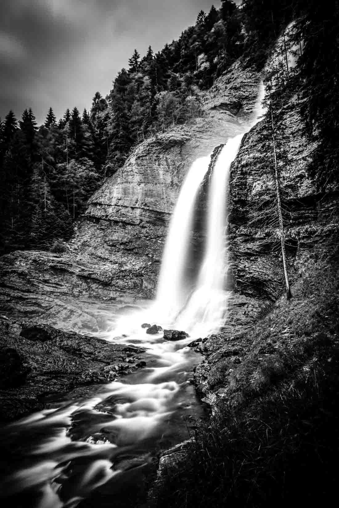 cascade du rouget waterfall haute savoie sixt fer cheval salvagny 74 france alpes française noir et blanc b&w black and white robin favier photographies fine art
