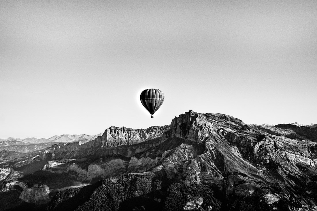 haute savoie sallanches 74 baloon mongolfiere alpes française noir et blanc b&w black and white robin favier photographies fine art flight drone aerial nikon megeve chamonix cluses combloux