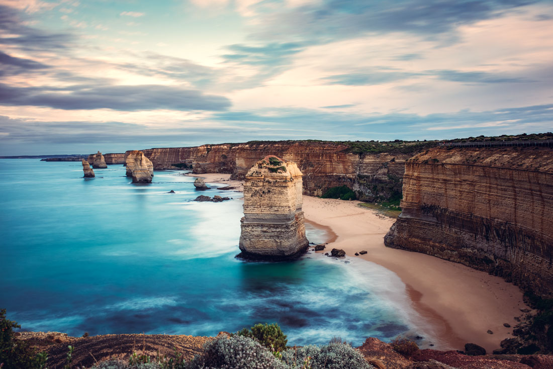 Twelve Apostles Port Campbell vic douze apotres victoria vic great ocean road australia australie ocean sea water long exposure pose longue cliff falaises