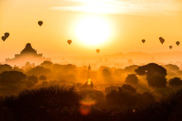 mongolfière robin favier photographies photographe paysage nature landscape voyage bagan myanmar burma birmanie pagode lever de soleil baloon asie asia sunrise golden hour
