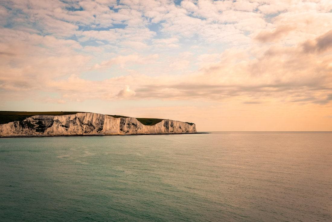 Royaume-Uni United Kingdom Douvres Dover White Cliffs falaise strait channel sea manche water falaise craie eau sunset coucher de soleil golden hour ferry
