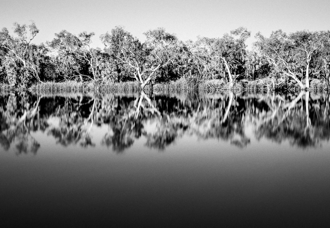 Parc national Millstream chichester park reflet reflect water wa australia western bush Deep Reach Pool black and white noir et blanc bw