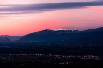 Grand Crêt d'Eau Grand Credo jura massif pays de gex montsjura station sunrise lever de soleil cessy mourey montagne mountain ciel orange snow neige sommet summit sony
