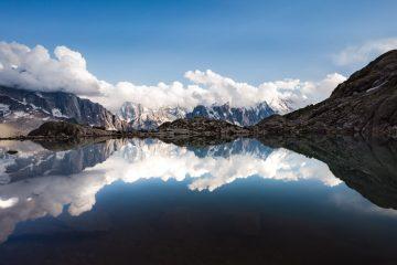 lac lake blanc water reflect reflet mont blanc range alpes alps montagne mountain altitude cloud nuage snow neige symétrie calm tmb haute savoie france chamonix refuge